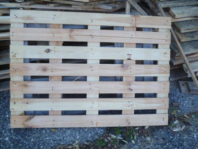Die Holz Palettendeckel lassen sich prima zum Bauen, Basteln, Heimwerkern einsetzen. Wer möchte welche haben?